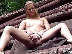 Foxy czech tolerant gapes her soft pussy to the bizarre