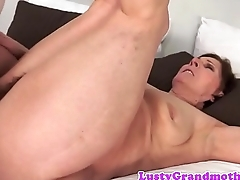 Chubby cougar screwed on the bed