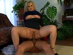 Horny grey woman wants the young pianist'_s cock!
