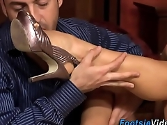 Babe gets feet worshipped